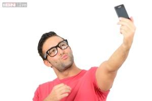 Men above 30 post more selfies than women - Doorsanchar